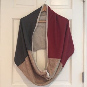 Accessories - Beautiful infinity scarf / wrap